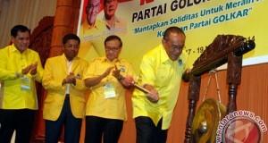 Ketua Umum Partai Golkar AR Bakrie saat membuka Rapat Pleno PG