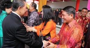 Bupati Gorontalo David Bobihoe memberi salam dan ucapan Natal pada Gubernur SH Sarundajang, Kamis (25/12)