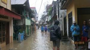 Banjir kiriman dari sungai Tondano dan sungai Sawangan sudah menimpa rumah warga.