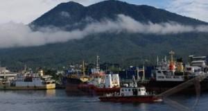 Pelabuhan kontainer Bitung akan diperpanjang 500 meter lagi di 2015.