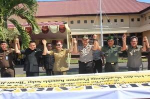 "Bupati Minsel Tetty Paruntu bersama petinggi Minsel mengajak masyarakat mendukung program ""Brenti Jo Bagate"""