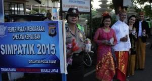 Personil Polantas Polda Sulut beraksi di Hari Kartini