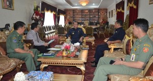Gubernur SH Sarundajang menerima panitia pelaksnaan Rakernas