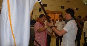 Penyerahan Pataka sebagai tanda resminya organisasi JIPS.