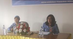 Kepala BKPMD Provinsi Sulut Linda Watania (kanan)