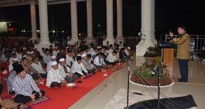 Gubernur SH Sarundajang bersama para pejabat di Sulut menggelar buka puasa bersama di Bumi Beringin Manado.
