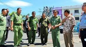 Walikota GSVL saat memantau langsung situasi di kawasan TKB beberapa waktu lalu.(foto:ist)