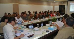 Humiang Hadiri Rapat Evaluasi Ranperda dan Ranperkada TA 2016.