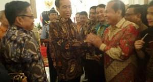 Wakil Walikota M.J Lomban saat bersama dengan Presiden RI Joko Widodo di Istana Negara.