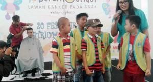 Aksi dalam rangka peringatan Hari Kanker Anak Internasional di Manado