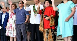 """President Joko """"Jokowi"""" Widodo and First Lady Iriana arrive in Manila on Friday to attend the 30th ASEAN Summit"""