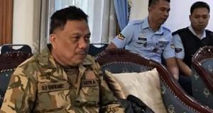Gubernur Sulut Olly Dondokambey SE saat persiapan mengikuti Pembaretan oleh TNI