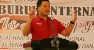 Wakil Gubernur Sulut Drs Steven OE Kandouw saat membawakan sambutan di Hari Buruh