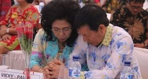 Walikota Manado Dr Ir GSV Lumentut SH DEA bersama Istri Prof Dr Julyeta PA Runtuwene MS DEA