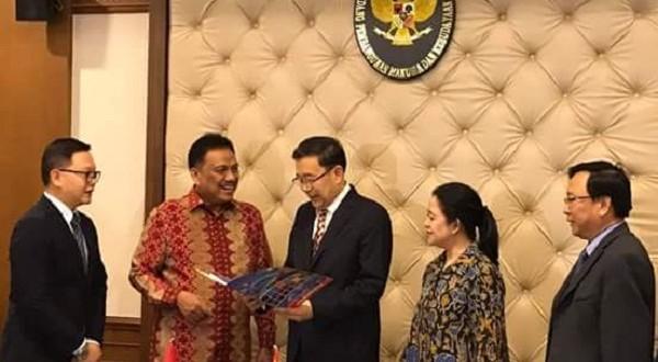 Gubernur Sulut Olly Dondokambey SE bersama rombongan Kementerian PMK Pua Maharani saat bertemu dengan Pemerintah Tiongkok