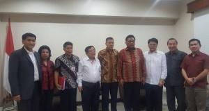 Gubernur Sulut Olly Dondokambey SE saat bersama Minister Counselor Mr Wang Li Ping