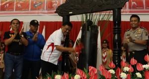 Gubernur Sulut Olly Dondokambey SE saat menutup penyelenggaraan PORPROV IX Sulut di Minahasa