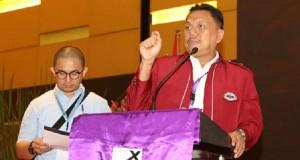 Ketua Panitia Sidang Majelis Sinode ke 79 Olly Dondokambey SE saat menyampaikan penjelasan terkait jalannya pemilihan