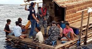 Tim EFQR Lanal Tahuna saat berada di ataas Rumpon WN Filipina yang berada di wilayah laut NKRI