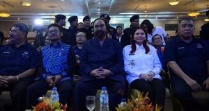 Ketua Umu Partai NasDem Surya Paloh diapit VAP dan SYL