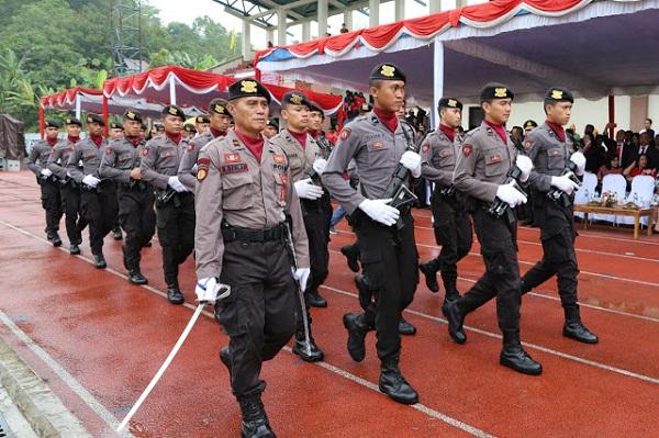 Parade yang diikuti Personil Polda Sulut