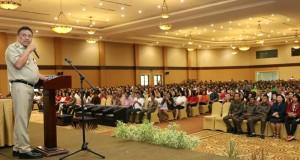 Gubernur Sulut Olly Dondokambey SE saat menyampaikan materi terkait nilai nilai Pancasila kepada Pelayan
