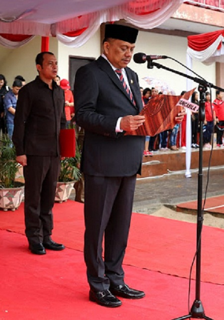 Gubernur Sulut Olly Dondkambey SE saat membacakan sambutan Presiden Joko Widodo