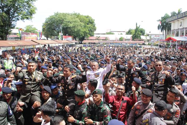 Para petinggi institusi Polri dan TNI yang diarak saat Syukuran Hari Bhayangkara ke 72 di Mapolda Sulut