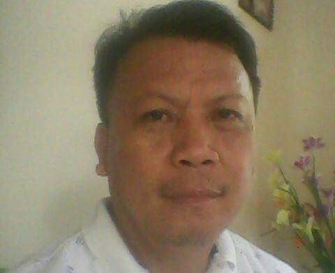 Ruben F Kalalo, Konsultan Sosial Politik dan Kebijakan Publik.