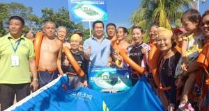 Wagub Drs Steven OE Kandouw saat bersama peserta International Fun Swimming 2018, Kamis (6/9/2018)