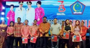 Gubernur Sulut Olly Dondokambey SE saat bersama para Turis asal Tiongkok pada pembukaan pameran pembangunan 2018
