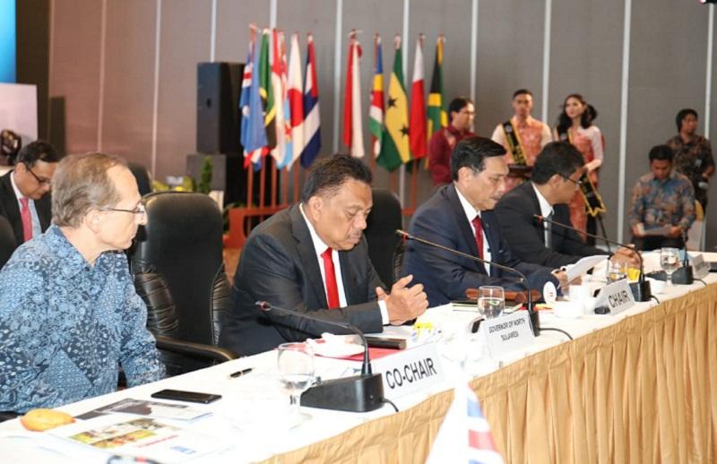 Gubernur Olly Dondokambey SE saat mendampingi Menko Kemaritiman RI Luhut Binsar Panjaitan pada Forum Internasional Negara Kepulauan
