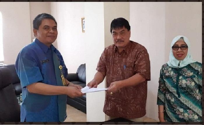 Penandatanganan MoU antara Kepala Kantor ATR/BPN Kota Manado Patrick AA Ekel A.Ptnh MSi dengan Kepala Badan Pengelola Pajak dan Retribusi Daerah (BP2RD) Kota Manado Drs Harke Tulenan MSi