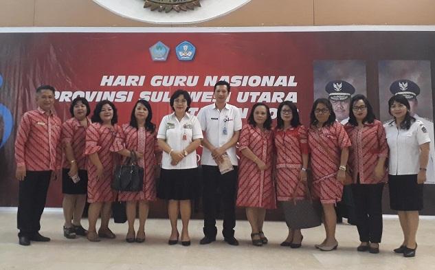 Kepala Dikda Provinsi Sulut dr Listje Grace Punuh MKes bersama Kabid SMA Dikda Sulut dan para Kepala Sekolah