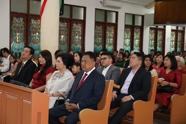 ODSK bersama keluarga saat mengikuti ibadah Natal, Selasa (25/12/2018)