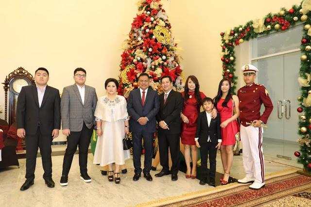 Keluarga Gubernur Olly Dondokambey SE dan Wagub Drs Steven OE Kandouw