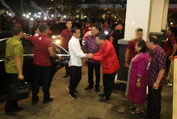 Presiden Jokowi disambut ODSK dan Panitia KGM PGI di Sutanradja Hotel Minut