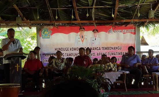 Gubernur Olly DOndokambey SE saat menyampaikan apresiasi atas kegiatan Adat sekaligus menyampaikan keberhasilan pelaksanaan Program Pembangunan Nasional Presiden Joko Widodo dan Wapres M Jusuf Kalla