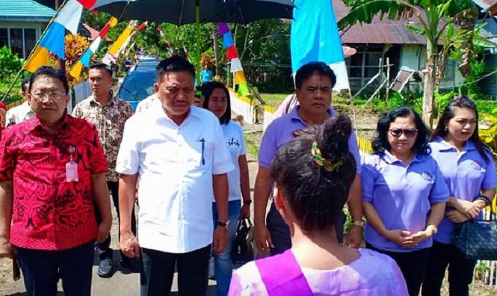 Gubernur Olly Dondokambey SE didampingi Sekdaprov Edwin Silangen dan Bupati Kepulauan Sangihe Jabes Gaghana dan istri saat kunjungan kerja