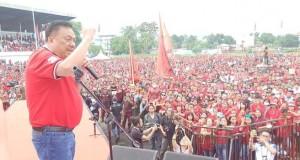 OLLY DONDOKAMBEY SE, Ketua DPD PDI Perjuangan Sulut saat membakar militansi para pendukung Banteng Moncong Putih di Kota Bitung saat kampanye lalu