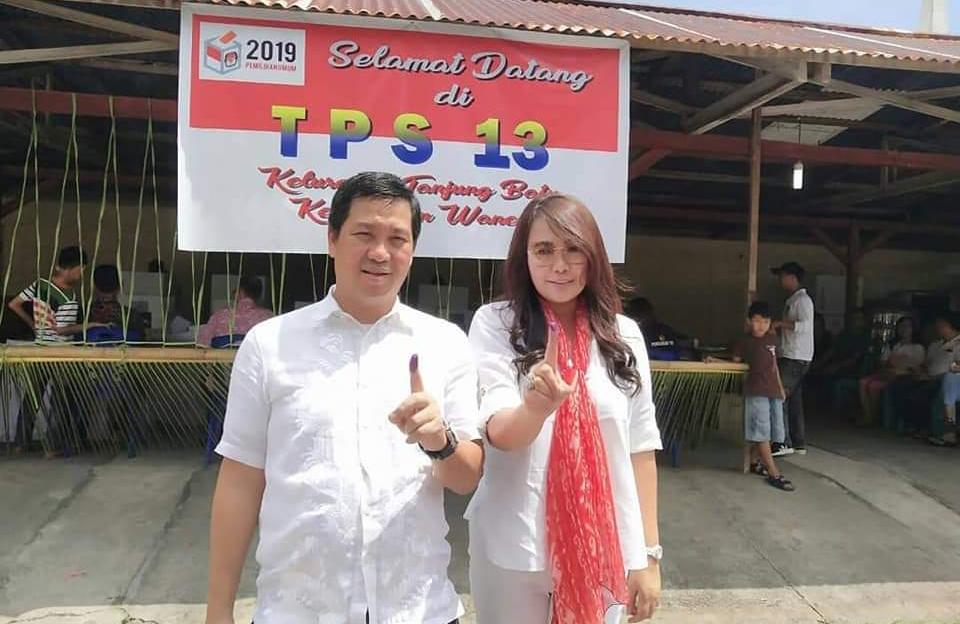 DRS STEVEN OE KANDOUW, Wakil Gubernur Sulawesi Utara bersama sang Istri Dr KARTIKA DEVI TANOS MARS