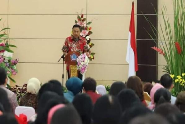Gubernur Sulut Olly Dondokambey SE saat membawakan sambutan di Rakerda Dekranasda Sulut