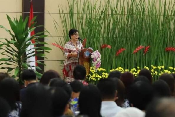 Ketua Dekranasda Sulut Ibu Ir Rita Maya Dondokambey-Tamuntuan saat menyampaikan sambutan