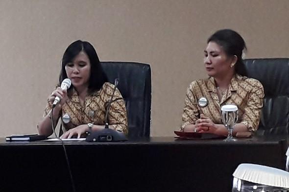 Angka Pelealu, PPS KC Manado dan Ivana Umboh, Kabid SDM, Umum dan Komunikasi saat Konferensi Pers di Kantor BPJS Kesehatan Manado, Selasa (16/04/2019)