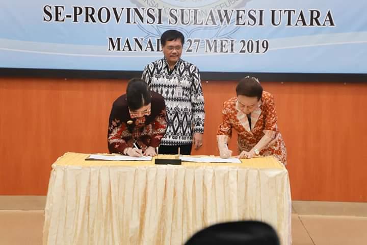 Disaksikan oleh Kepala BPK RI Perwakilan Sulut, Bupati CEP dan Ketua DPRD Kabupaten Minsel JJT menandatangani dokumen LKPD TA 2018