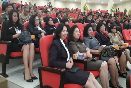 Pimpinan SKPD Pemprov Sulut yang menghadiri Rapat Paripurna DPRD Sulut terkait penyerahan hasil pemeriksaan BPK RI