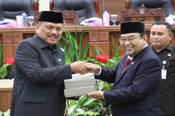 Dengan meraih WTP dari BPK RI, Gubernur Olly Dondokambey SE menerima dokumen hasil pemeriksaan keuangan Pemprov Sulut dari BPK RI