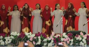 Dua Komunitas berbeda menyatu dalam lantunan lagu'Alhamdullillah wa syukrulillah' di Halal Bihalal Pemprov Sulut, Sabtu (15/06/2019) sore