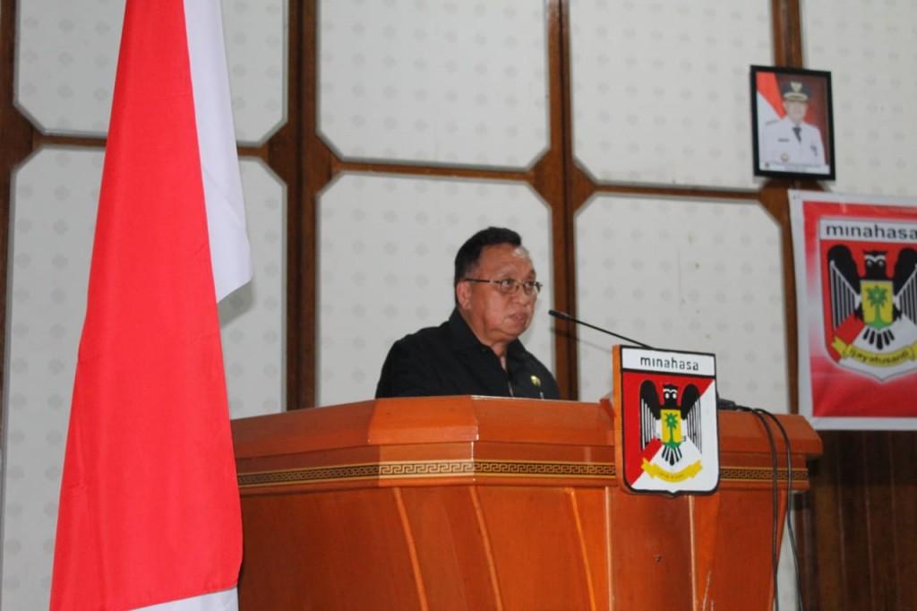 Wakil Bupati Kabupaten Minahasa Robby Dondokambey SSi saat menyampaikan sambutan di Rapat Paripurna DPRD Minahasa