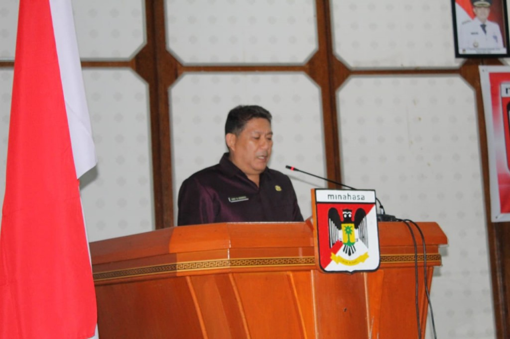 Penyampaian laporan pelaksanaan Rapat Paripurna oleh Sekretaris DPRD Kabupaten Minahasa  Siby Sengke S.Sos MAP